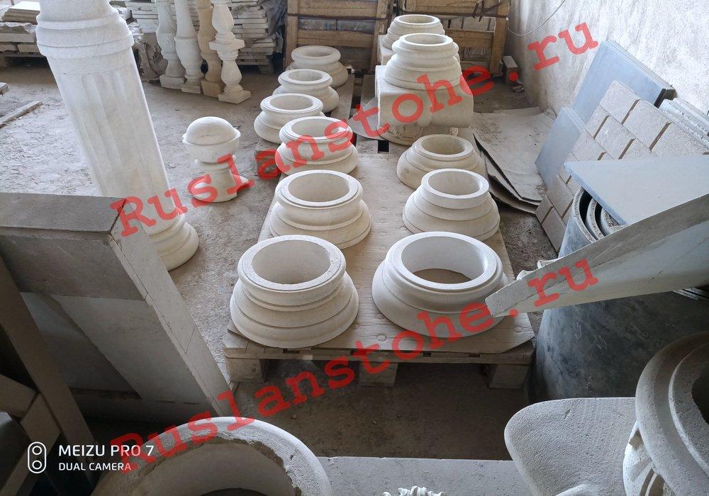 watermarked P80412 141054 - Тумбы и декор