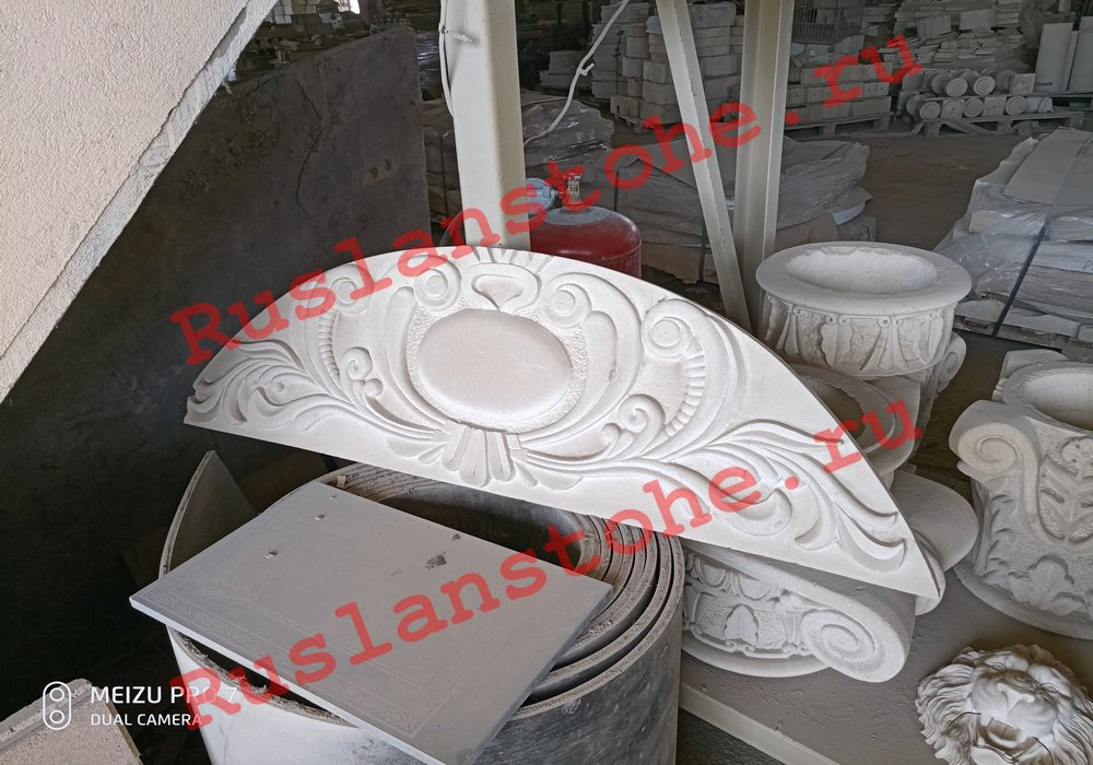 watermarked P80412 141254 - Тумбы и декор